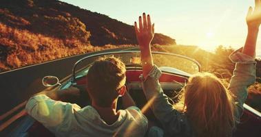 guidando verso il tramonto