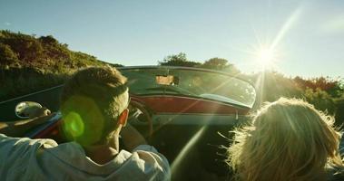 rijden in de zonsondergang video