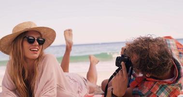 casal tirando foto