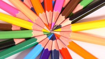 matite formano un cerchio colorato