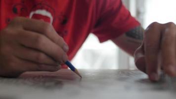 artistes de rue et peintres au travail