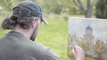 concepto primavera blanca como la nieve. artista experto dibuja pinturas de manzano en flor. dolly derecha izquierda
