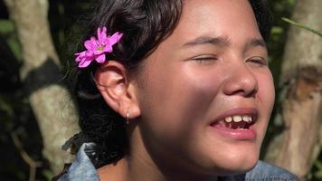Teen hispanic Mädchen reden