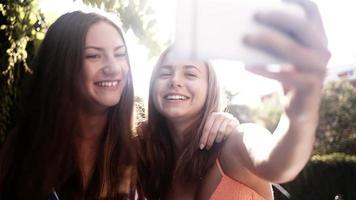 migliori amici che prendono selfie