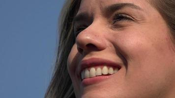 rostro de mujer sonriente