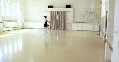 bailarina está dançando