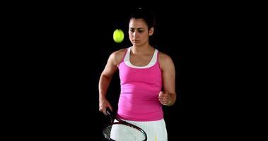 hübscher Tennisspieler, der sich aufwärmt