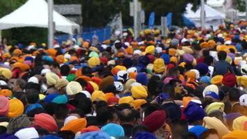 Desfile tradicional de vaisakhi calle concurrida