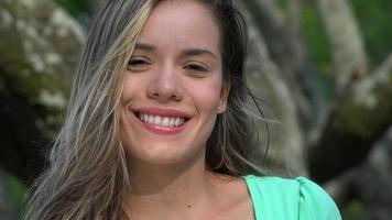 rosto bonito de mulher sorridente