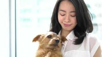 giovane donna e cane