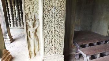 escultura em pedra em angkor wat