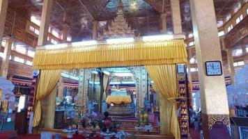 pagoda phaung daw oo, lago inle
