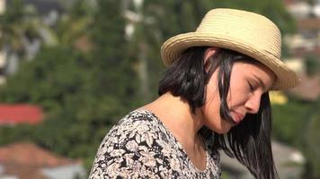 femme avec irritation oculaire