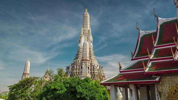 Tailândia Banguecoque famoso templo wat arun Banguecoque céu ensolarado 4k lapso de tempo