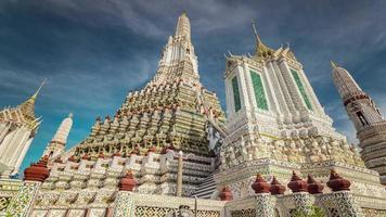 Thaïlande magnifique journée ensoleillée de bangkok temple wat arun 4k time lapse