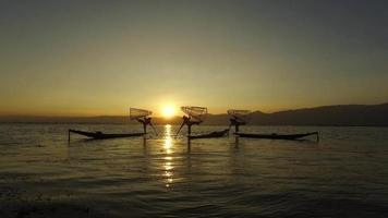 sagome di pescatori, lago Inle