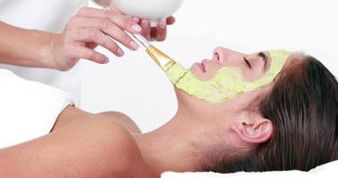 femme bénéficiant dun soin du visage