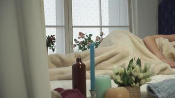 madrugada uma mulher acorda video