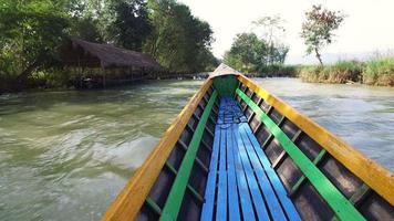 paseo en barco por el lago inle