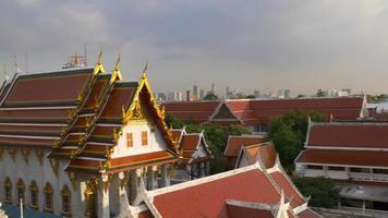 Tailandia puesta de sol luz wat arun templo techo panorama superior 4k bangkok video
