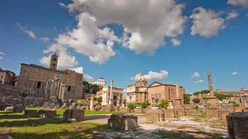 Italië blauwe hemel zomerdag rome stad beroemde Romeinse forum panorama 4 k time-lapse video