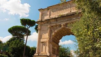 Italië zomerdag romeinse forum boog van titus beroemd uitzicht 4 k tijd vervallen rome video