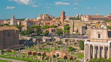 Italia giornata di sole colosseo foro romano famoso panorama 4K lasso di tempo roma