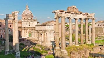 Italië zomerdag rome stad Romeinse forum tempel van Saturnus panorama 4 k time-lapse video