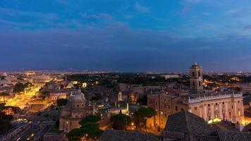 Italia tramonto crepuscolo roma famoso altare della patria tetto panorama romano foro 4k lasso di tempo