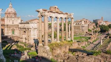 Italia famoso tramonto sole luce Roma città foro romano Tempio di Saturno panorama 4K lasso di tempo