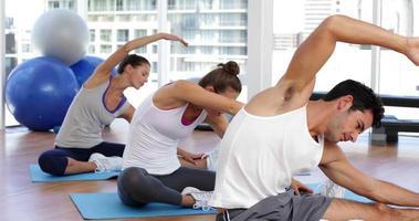 Yoga-Kurs strecken ihre Beine video