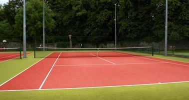 quadra de tênis em um dia ensolarado video