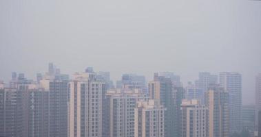 China Stadtbild mit starker Verschmutzung video
