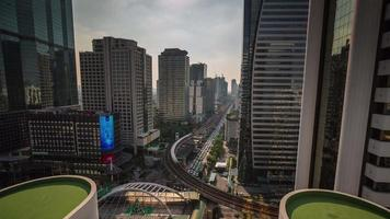 Thailandia giornata di sole bangkok downtown street roof top panorama 4k lasso di tempo