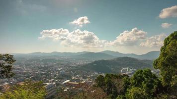 Thailandia giorno sole phuket città monkey hill punto di vista panorama 4k lasso di tempo