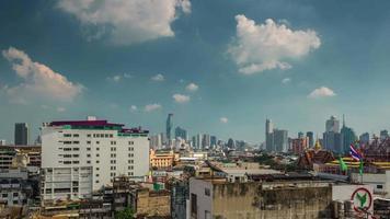 Thailandia giornata di sole bangkok paesaggio urbano tetto panorama superiore 4K lasso di tempo