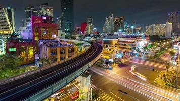 Thaïlande éclairage de nuit bangkok trafic carrefour panorama 4k time-lapse video