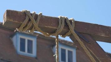 cuerda colgante en el viento