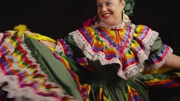 donna che balla tradizionale video