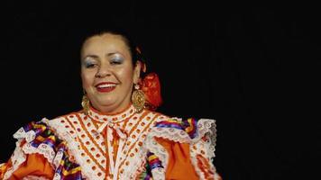 cara feliz de mujer bailando
