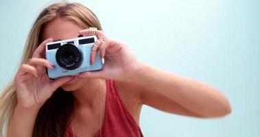 moda jovem tirando uma foto