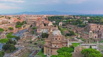 Italia tramonto altare della patria sul tetto panorama del foro romano 4K lasso di tempo