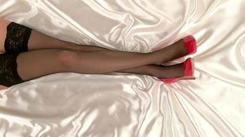 Beine in Netzstrümpfen