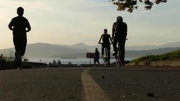 Silhouetten Fahrräder Ozean Berge Vancouver