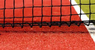 palline da tennis che colpiscono la rete