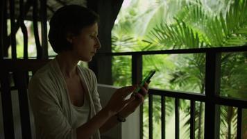téléphone portable à écran vert