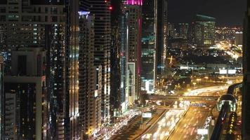 4k lapso de tempo desde o telhado na rua principal de dubai video