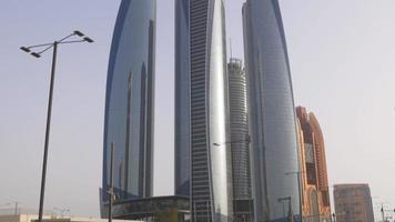 Emiratos Árabes Unidos luz del atardecer abu dhabi famosos edificios bahía bloque 4k