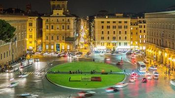 Italia notte luce roma città piazza piazza venezia traffico cerchio panorama 4k lasso di tempo
