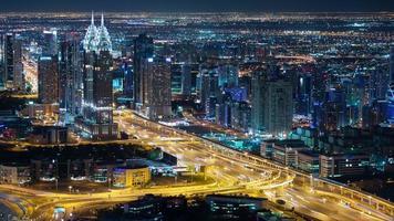 Nacht stark frequentierte Straße 4k Zeitraffer von Dubai City